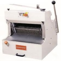Bread Slicer With Cover